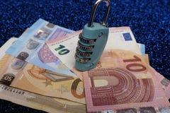 Schützen Sie Ihr Geld stockfotografie