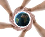 Schützender Planet des Handkreises lizenzfreie stockbilder