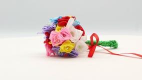 Sch?ne handgemachte Blumen auf wei?em Hintergrund 4k stock video