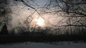 Sch?ne Landschaft An diesem Fr?hlingstag war die Sonne nicht hell gl?nzend, und es war m?glich, sie zu betrachten lizenzfreies stockbild