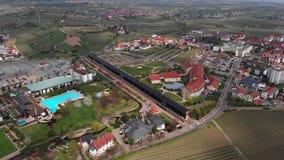 Sch?ner Flug auf einem quadcopter in schlechtem Durkheim Ansicht des salinarium deutschland stock video