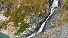 Sch?ner Gebirgssee nahe Matterhorn stock video
