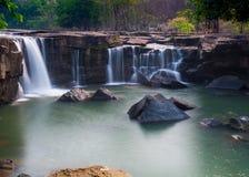 Sch?ner Wasserfall in Thailand lizenzfreie stockfotografie