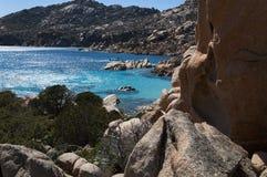Sch?nes Cala Coticcio auf der italienischen Insel von Caprera lizenzfreie stockbilder