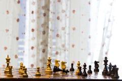 Schaak op een schaakbord wordt gefotografeerd dat Stock Fotografie