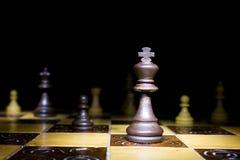 Schaak op een schaakbord wordt gefotografeerd dat Royalty-vrije Stock Foto's