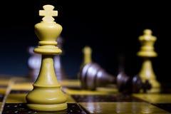 Schaak op een schaakbord wordt gefotografeerd dat Royalty-vrije Stock Foto