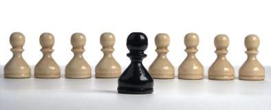 schaak reeks: Zwart pand op een achtergrondwit stock afbeelding