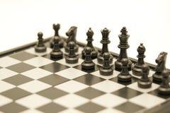 Schaakbord met een schaakstuk op het achter Onderhandelen in zaken als achtergrond bedrijfsconcept en strategieconcept met exempl royalty-vrije stock foto