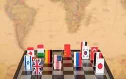 Schaakbord met vlaggen van landen Stock Afbeeldingen