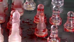 Schaakspel door Glas wordt gemaakt dat stock footage