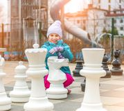 Schaakspel met reuzeschaakstuk Royalty-vrije Stock Foto