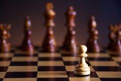 Schaakstukken op een schaakbord Royalty-vrije Stock Foto's