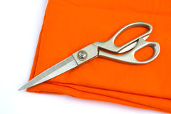 Schaar op oranje doek Royalty-vrije Stock Afbeelding