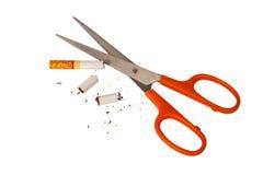 Schaar scherpe sigaret Royalty-vrije Stock Foto
