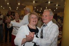 Schaatser Clara Nesterov op 75-jaar verjaardag van bokser Boris Lagutin Stock Foto