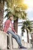Schaatser en zijn vleet in de stad Stock Foto's