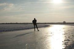 Schaatser op natuurlijk ijs in Nederland Royalty-vrije Stock Afbeeldingen