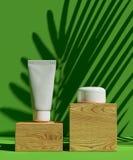 Schablone des Abdeckungsdesigns A4 stellte mit grünem Hintergrund, eco abstrakte moderne unterschiedliche Farbart für Dekoration  Lizenzfreies Stockfoto