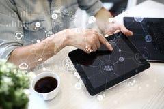 Schablone für Text, virtueller Schirm Hintergrund mit Ikonen Geschäft, Internet-Technologie und Vernetzungskonzept stockfotos