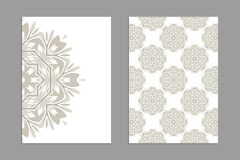 Schablonen für den Gruß und Visitenkarten, Broschüren, Abdeckungen mit Blumenmotiven Lizenzfreie Stockbilder