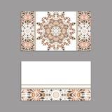 Schablonen für den Gruß und Visitenkarten, Broschüren, Abdeckungen mit Blumenmotiven Orientalisches Muster mandala Lizenzfreie Stockfotografie
