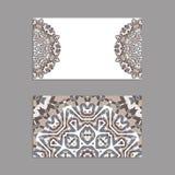 Schablonen für den Gruß und Visitenkarten, Broschüren, Abdeckungen mit Blumenmotiven Orientalisches Muster mandala Lizenzfreie Stockbilder