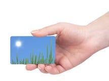 Schablonen-Visitenkarten in seiner Hand lizenzfreie stockbilder