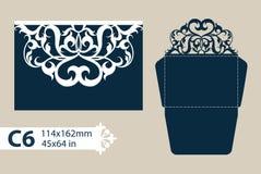 Schablonenglückwunschumschlag mit openwork geschnitztem Muster Stockbilder