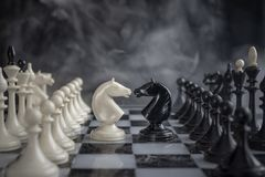 Schach adelt Kopf-an-Kopf- lizenzfreie stockfotografie