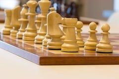 Schach auf dem Tisch lizenzfreie stockfotografie