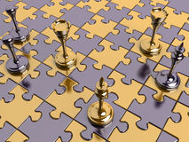 Schach auf einem Puzzlespielvorstand Stockfotografie