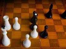 Schach auf einem Schachbrett Stockfotografie