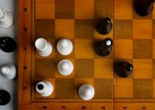 Schach auf einem Schachbrett Lizenzfreies Stockfoto