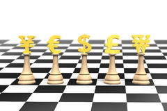 Schach des Geldes 3D mit goldenem Währungszeichen Stockfoto
