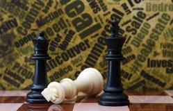 Schach gegen Schmutzhintergrund Stockbild