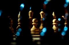 Schach ist ein Logik Brettspiel mit speziellen St?cken auf einem 64 Zellenbrett f?r zwei Gegner und kombiniert Elemente der Kunst lizenzfreie stockfotografie