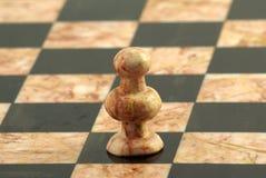 Schach-Stück, weißer Pfandgegenstand Stockfotos