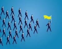 Schach stellt Bischöfe dar Manager Leading Team von den Arbeitskräften, die vorwärts gehen Stockfoto