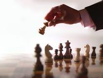 Schach und Hand stockfotos