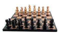 Schach-Vorstand mit Steinstücken Stockfotos