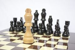 Schachbrett Ein gegen ein Stockbilder