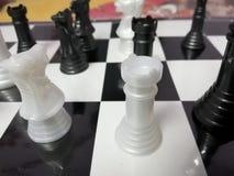 Schachbrett-Kontrolleur-Brettspiel stockbild