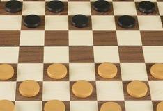 Schachbrett mit Kontrolleurspielkonzept lizenzfreie stockfotos