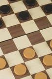 Schachbrett mit Kontrolleurspielkonzept lizenzfreies stockfoto