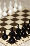 Schachbrett mit Schachfiguren Stockfoto