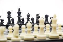Schachspiel auf dem Brett Stockbild