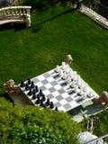 Schachspiel in einem Garten Stockfotografie