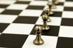 Schachspiel - Pfand in den Reihen, ausgerichtet Lizenzfreie Stockfotos