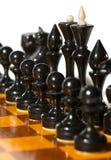 Schachstücke auf Weiß Lizenzfreies Stockfoto